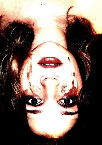 mascara-falling